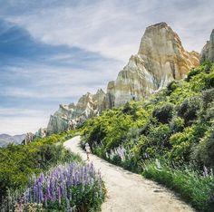 Step into another world. #NZMustDo [📍Omarama Clay Cliffs, Waitaki. ���