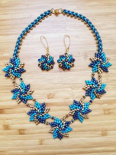 How to Make A Long Beaded Necklace at Home Seed Bead Necklace, Beaded Earrings, Beaded Bracelets, Bead Jewellery, Seed Bead Jewelry, Beaded Jewelry Patterns, Bracelet Patterns, Jewelry Sets, Jewelry Making