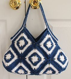 Crochet Granny Square Hobo Purse Bag PDF Pattern by AgnesGurumi Crochet Hobo Bag, Crochet Handbags, Crochet Purses, Mode Crochet, Crochet Shell Stitch, Bead Crochet, Sac Granny Square, Point Granny Au Crochet, Granny Squares
