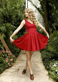 See the latest images for Taylor Swift. Listen to Taylor Swift tracks for free online and get recommendations on similar music. Taylor Swift Hot, Style Taylor Swift, Taylor Swift Songs, Taylor Swift Pictures, Red Taylor, Swift 3, Taylor Dress, Casual Outfits, Up Dos