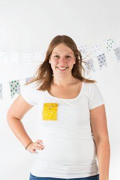 Want to make your own t-shirt pocket? Easy and mostly: lots of fun! In this DIY we'll explain to you how to make your own t-shirt pocket. T Shirts, Diys, V Neck, Pocket, Sewing, How To Make, Women, Fashion, Tee Shirts