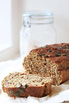 Een eenvoudig glutenvrij brood zonder gist gemaakt van haver- en kastanjemeel. Dit lekkere brood is licht verteerbaar en snel klaar. Glutenvrij, tarwevrij én lactosevrij! Healthy Bread Recipes, Healthy Foods To Eat, Healthy Baking, My Recipes, Paleo Food, Gluten Free Snacks, Gluten Free Breakfasts, Foods With Gluten, Ginger Sweets