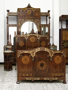 Fantastic bedroom made of solid mahogany wood composed of a cupboard, two small tables and a bed of 1.55 cm. Made by the Catalan carpenter Gaspar Homar (1870-1953). The marquetry work combines different woods to create a wide range of tones: Boxwood, lemongrass, ash, jacaranda wood and other fruit wood.