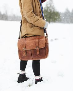 Discover ONA Bags here: www.designstraps.de/ona  /robinnuber/'s trusty sidekick - the Brixton messenger in antique cognac.