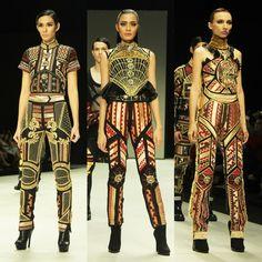 Priyo Oktaviano - Google Search Kebaya, Unique Dresses, Ikat, Revolution, Ready To Wear, Culture, Google Search, Architecture, Create