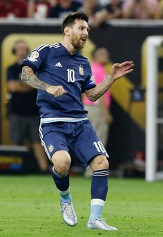 Lionel Messi of Argentina takes a free kick to score the second goal of his team during the Semifinal match between United States and Argentina at. Messi 10, Messi Soccer, God Of Football, World Football, Steven Gerrard, Lionel Messi Family, Argentina National Team, Leonel Messi, Premier League