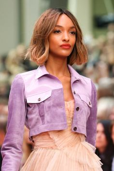See all the Details photos from Burberry Prorsum Spring/Summer 2015 Ready-To-Wear now on British Vogue Burberry Prorsum, 2015 Fashion Trends, 2015 Trends, London Fashion Weeks, Runway Fashion, Fashion Show, Fashion News, Fashion Models, Womens Fashion