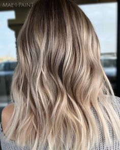 87 unique ombre hair color ideas to rock in 2018 - Hairstyles Trends Blonde Foils, Blonde Hair With Highlights, Balayage Hair Blonde, Honey Balayage, Bayalage, Blonde Hair Looks, Brown Blonde Hair, Blonde Honey, Medium Blonde
