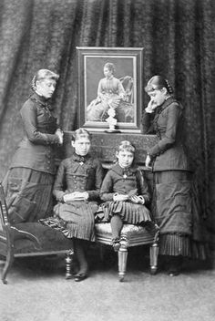 From left: Their Grand Ducal Highnesses Princesses Victoria, Irene, Alix and Elisabeth of Hesse and by Rhine with a picture of their late mother Grand Duchess Alice Queen Victoria Family, Victoria Reign, Queen Victoria Prince Albert, Princess Louise, Princess Alexandra, Prince And Princess, Princesa Alice, Princesa Elizabeth, Admiral Of The Fleet