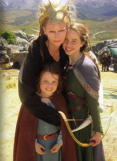 "Tilda Swinton, Anna Popplewell and Georgie Henley, ""The Chronicles of Narnia"" Peter Pevensie, Lucy Pevensie, Susan Pevensie, Narnia Cast, Narnia 3, White Witch Narnia, Narnia Movies, Georgie Henley, Tilda Swinton"