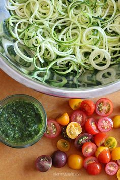 Raw Spiralized Zucchini Noodles with Tomatoes and Pesto | Skinnytaste