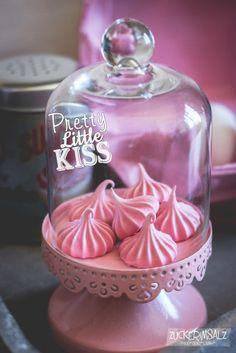... oder ... warum man heute unbedingt knutschen muss ... können Flamingos eigentlich auch backen ... und überhaupt ... alles ist gut wenn es nur Pink ist :-D Ein Hauch von Rosa... ach was sag ich ...