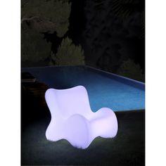 Butaca DOUX de Vondom con iluminación. Mobiliario chillout espectacular para exterior.