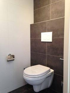 Toilet Maarssen met tegel Casa Grafiet en Mat Wit 30x60 uit onze huiscollectie - www.mawitegels.nl