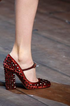 Dolce  amp  Gabbana Fall 2014 Ready-to-Wear Collection Slideshow on Style. 46713256a2f