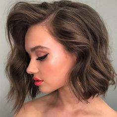 Side Parted Short Wavy Bob ? Everyone wants to get beach waves for short hair. Check out the handy tricks ideas and tutorials. Popular Short Haircuts, Short Hairstyles For Thick Hair, Short Bob Haircuts, Haircuts With Bangs, Short Hair Cuts For Women, Hairstyles Haircuts, Curly Hair Styles, Hairstyles Pictures, Gorgeous Hairstyles