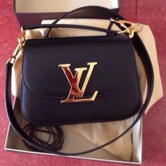 Louis Vuitton Bags - Authentic Louis Vuitton Vivienne Louis Vuitton  Taschen 51cab5631b054