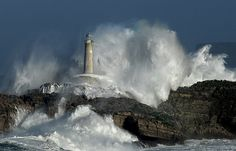 Lighthouse of Mouro. Usually very boring place but with a little help of the nature and informations from http://www.windguru.cz/int/index.php?switchlang=1 something completely different.