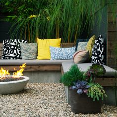 Built-in warmth - Small Backyard Makeover - Sunset Backyard Designs, Landscaping Design, Small Backyard Design, Large Backyard Landscaping, Small Backyard Gardens, Landscaping Software, Inexpensive Landscaping, Outdoor Gardens, Small Backyards