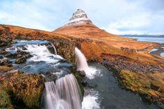 """Ein Eldorado für Fotografen ist die Gegend um den Kirkjufell auf der Halbinsel Snæfellsnes, das meint Jan Menno Ulferts, gebürtiger Ostfriese, der im norwegischen Bergen als Krankenpfleger arbeitet. """"Zusammen mit dem Wasserfall Kirkjufellsfoss bildet der prägnante Berg eine atemberaubende Kulisse, die auch als Drehort für 'Game of Thrones' diente.""""     Zum Instagram-Profil von Jan Menno Ulferts ."""