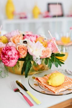 Peach, lemon, pink and gold palette