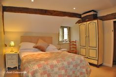 The main bedroom with double bed has a definite vintage touch with high quality bedlinen and decorative quilted throws to keep you cozy even on the chilliest of winter evenings.               #Cotswolds #holiday #rental