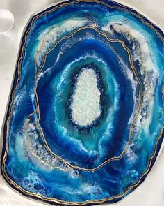 Gorgeous piece of resin art in the making 🤩 Resin artist: Susan Day — Resin pigments: MEYSPRING Pacific Blue and Turquoise Blue 💙💎💙💎💙💎 Visit our website to see the entire pigment powders selection 👇 Epoxy Resin Art, Diy Resin Art, Diy Resin Crafts, Diy Art, Stick Crafts, Blue Geode, Resin Table, Acrylic Pouring, Resin Jewelry