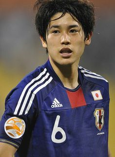 Atsuto Uchida - my love hehehhee Japanese Face, Japanese Men, Football Jerseys, Football Players, Fifa World Cup, Excercise, Soccer, Handsome, Baseball Cards