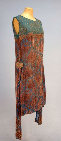 Dress 1920s This seems to be embossed velvet, with ink or even a cut-away design. So gorgeous, I would wear this today.