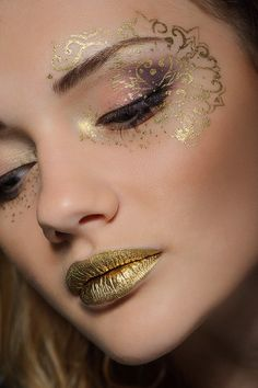 Pin by samantha spillane on make-up eye make up, airbrush makeup, fairy mak Gold Makeup, Makeup Art, Makeup Tips, Beauty Makeup, Makeup Ideas, Makeup Hacks, Makeup Basics, Cat Makeup, Clown Makeup