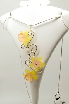 Artistic wire pendant - DAFFODILS - Silver plated pendant with acrylic beads by BiancaFerrando on Etsy