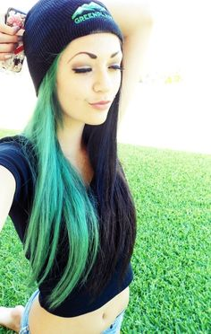 Half green half black hair, looks great