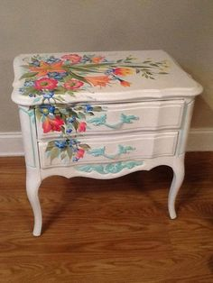 super ideas painting furniture flowers beautiful Best Picture For Decoupage bottles For Your Taste You are looking for something, and it is going to tell you exactly what you are looking for, and Decoupage Furniture, Hand Painted Furniture, Funky Furniture, Paint Furniture, Repurposed Furniture, Shabby Chic Furniture, Furniture Projects, Furniture Makeover, Bedroom Furniture