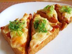 《トースターで簡単!厚揚げの味噌チーズ焼き》 厚揚げ2枚 お好みの味噌(今回は出汁入りの合せ味噌) 大さじ1 とろけるチーズ 大さじ2 青ネギ 少量 七味唐辛子 少量 【楽天レシピ】 http://recipe.rakuten.co.jp/recipe/1790009717/?scid=rcp_pinit