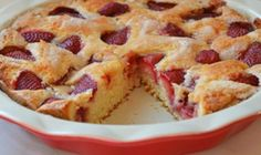 Simple Summer Strawberry Cake - From Peach Cobbler to Banana Pudding: 10 Delicious Labor Day Desserts Pecan Cookie Recipes, Pecan Desserts, Dessert Recipes, Easter Desserts, Fresh Strawberry Cake, Strawberry Cake Recipes, Strawberry Shortcake, Strawberry Summer, Food Cakes