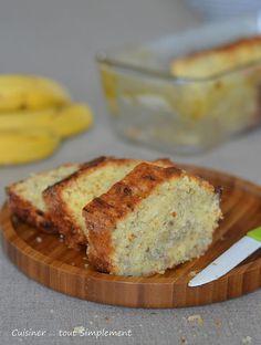 Cake bananes noix de coco  Ingrédients ( 6 personnes ) 3 bananes bien mûres - 220g de farine - 85g de sucre en poudre - 100g de beurre salé ramolli - 40g de Noix de Coco râpée - 2 oeufs 2càs de jus de citron - 1/2 sachet de levure...