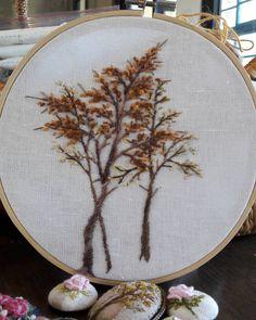 #가을 #낙엽 #나무자수 #서양자수 #프랑스자수 #연두공방 #동해프랑스자수 #yeundu_embroidery #embroider #embroidery #handstiched #embroideryhoop #bordado #broidery #ricamo