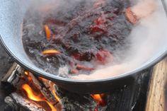 Hausgemachter Punsch-Glühwein zum Hochzeitsempfang im Winter auf der Seeterrasse…
