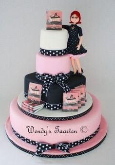 This Is Me This cake I made for my publischer. The girl on the cake is supposed to be me, hihi. Pretty Cakes, Beautiful Cakes, Amazing Cakes, Girly Cakes, Fancy Cakes, Crazy Cakes, Fondant Cake Designs, Fondant Cakes, Cupcakes