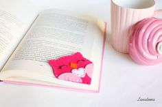 """Pink #owl felt corner bookmark   Choose this lovely pink smiling owl as a #bookmark for all your books or give it to someone you love!  • Side size: 2,8"""" • Eyes hand sewn wit... #etsy#kawaii"""