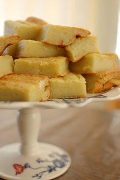 Going with the original recipe using whole coconut milk, and subbing rapadura or raw sugar for white. Good for making mini-sandwiches too! Asian Desserts, Just Desserts, Delicious Desserts, Yummy Food, Baking Recipes, Cake Recipes, Dessert Recipes, Butter Mochi, Mochi Cake