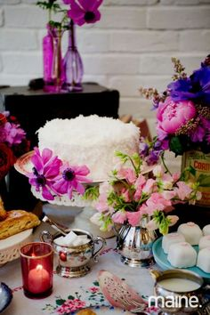 Tablescape by Maine Seasons Events, flowers by Flora Fauna, cake by Nothing Bakes Like A Parrott