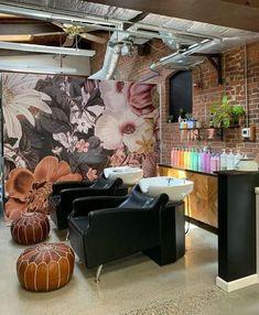 Home Hair Salons, Hair Salon Interior, Salon Interior Design, Home Salon, Salon Design, Beauty Salon Decor, Spa Rooms, Salon Furniture, Salon Style