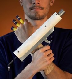 DIY Nerf Gun There was no shortage of Nerf guns and other toy weapons in Simon Jansen's geek-filled office, but none of them impressed Simon, so like any good maker would do, he decided to build a better Nerf gun himself. His coworker Lester had brought in the Nerf Maverick, and though he could load multiple darts, the accuracy and range left much to be desired. Simon knew one shot was all he needed if he had a superior weapon. My goal in life is to now make this.