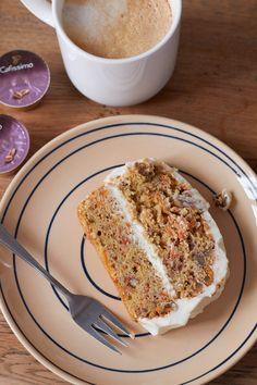Kaffee, Kuchen und Möhren.... Wir haben in der neuen Küche zumindest schonmal leckeren Kaffee und dazu gab es leckeren Möhrenkuchen mit Walnüssen und Frosting