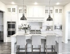 Kitchen Interior Remodeling - There are a number of options in regards to decorating your kitchen. The white kitchen may be fun, also. You may use this white kitchen layout to design or remodel your kitchen that produces a elegant effect. Kitchen Cabinets Decor, Kitchen Flooring, Kitchen Dining, Kitchen Ideas, Kitchen White, Kitchen Backsplash, Backsplash Ideas, Kitchen Paint, Kitchen Countertops