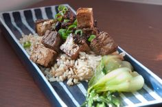 Recipe for a savoury Black Garlic sauce, and a delectable beef and tofu stir-fry to go with it! Garlic Recipes, Asian Recipes, Garlic Uses, Tofu Stir Fry, Black Garlic, Garlic Sauce, Rice Vinegar, Fries, Spicy
