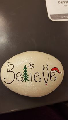 easy painting rock ideas paintings christmas Easy Paint Rock For Try at Home (Stone Art & Rock Painting Ideas) Stone Crafts, Rock Crafts, Christmas Projects, Holiday Crafts, Holiday Fun, Diy Crafts, Fall Crafts, Christmas Ideas, Pebble Painting