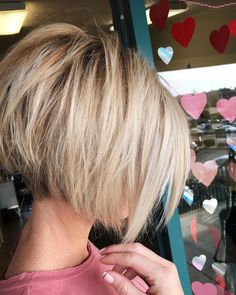 Maybe start with this length if my current cut is too short in the back for the bob I want #shortbobhairstyles Choppy Bob Hairstyles, Hairstyles With Bangs, Short Hair Cuts, Short Hair Styles, Back Of Short Hair, Short Stacked Haircuts, Bob Styles, Short Pixie, Bobs For Thin Hair