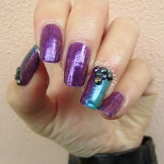 Double accent manicure ad effetto scarabeo realizzata senza smalti duochrome con strass multi-cromatici - photo © Pedrìnails